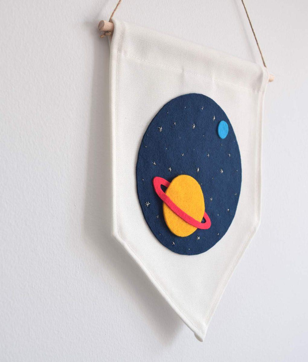 Banderola Saturno lateral