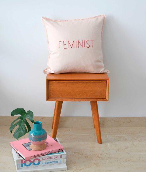 cojín feminist